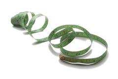 Grünes altes und benutztes messendes Band des Schneiders lizenzfreie stockbilder