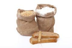 Grão da farinha e do trigo com pão imagens de stock