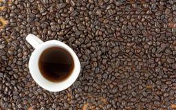 Grão de café e copo Fotos de Stock Royalty Free