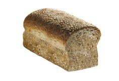 Grão inteira pão cortado no branco foto de stock royalty free