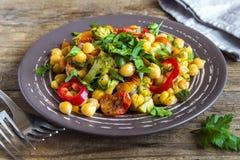 Grãos-de-bico e vegetais Fotografia de Stock