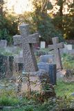 Gräber auf dem Kirchhof Stockfoto
