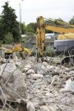 Gräber, der ein Gebäude demoliert Stockfotografie