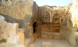 Gräber der Könige - dekorativ geschnitzte Tür. Stockfotos