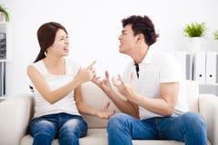 Gräla mellan flickvännen och pojkvännen Arkivbild
