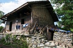 Gränd av den forntida byn Royaltyfria Bilder
