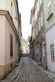 Gränd för nÃcka för  för ZÃ-¡ moÄ nära MichaelÂs port i stadsmitt av Bratislava Royaltyfri Bild