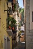 Gränd i Graus, Spanien arkivbild