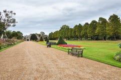 Gränd i Hampton Court trädgårdar Arkivbilder