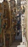 Gränd i Valletta royaltyfri bild