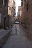 Gränd mellan byggnader i Sanaa, Yemen Royaltyfria Foton