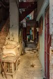 Gränd och trappuppgång för fattig neighbourhood i havannacigarren, Kuba Royaltyfria Foton