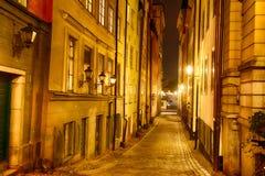 Gränd på natten Arkivfoto