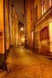 Gränd på natten Arkivfoton
