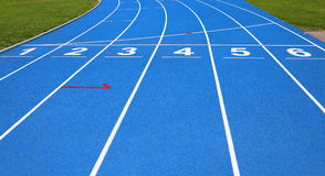 gränder av ett idrotts- spår med nummer ett två tre fyra fem s royaltyfria bilder