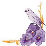 Gräns med den violetta pansies och fågeln Fotografering för Bildbyråer