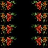 Gräns med rönnbäret, gräsplan och bladguld Royaltyfria Bilder