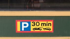 Gräns som parkerar 30 minut tecken Arkivfoton