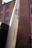 Gränsmärke för slagträ för baseball för Louisville sluggermuseum Arkivbilder