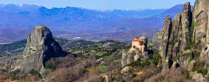 Gränsmärken av Grekland - unika Meteora med hängande kloster ov Royaltyfri Foto