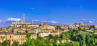 Gränsmärken av Italien - panorama av Siena, Tuscany Fotografering för Bildbyråer