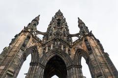 Gränsmärket Scott Monument i Edinburg underifrån Royaltyfria Foton