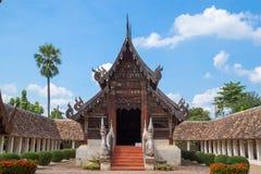 Gränsmärkewat Ton Kain 700 år, gammal trätempel i Chiang Mai Royaltyfria Foton