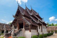 Gränsmärkewat Ton Kain 700 år, gammal trätempel i Chiang Mai Royaltyfri Bild
