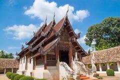 Gränsmärkewat Ton Kain 700 år, gammal trätempel i Chiang Mai Royaltyfri Foto