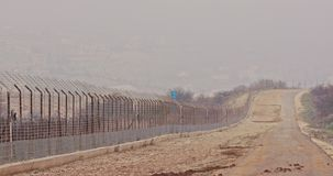 Gränsstaket mellan Israel och Libanon taggtråd och elektroniskt staket