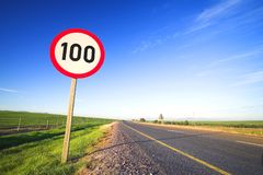 gränsvägmärkehastighet Fotografering för Bildbyråer