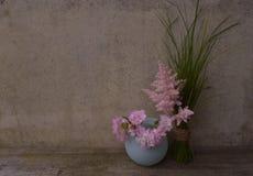 Gräs med blommor Fotografering för Bildbyråer
