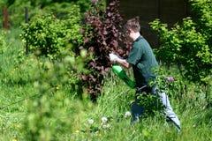 gräsklippareman Arkivfoto