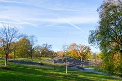 Gräsmatta i Central Park vid den övreöstliga sidan i den 100. gatan Arkivbild