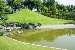Gräsplan av japanträdgården Royaltyfria Foton