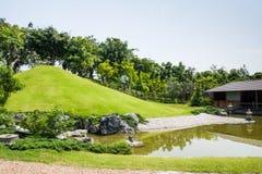 Gräsplan av japanträdgården Royaltyfri Fotografi