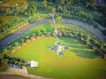 Gräsplan för den flyg- sikten parkerar i i stadens centrum Houston, Texas, USA Royaltyfria Foton