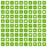 gräsplan för grunge för 100 sporttillbehörsymboler fastställd Arkivfoton