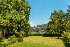 Gräsplan parkerar utomhus- Royaltyfri Fotografi