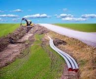 Gräva för bredband Arkivbild