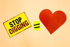 Gräva för stopp för handskrifttexthandstil Begreppsbetydelsen förhindrar olaglig välling för stycket för guling för beskydd för u arkivbilder