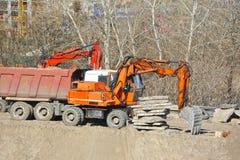 Gräva maskinen på konstruktionsplats Royaltyfria Foton