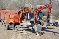 Gräva maskinen på konstruktionsplats Fotografering för Bildbyråer