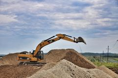 Grävskopa på konstruktionslokalen fotografering för bildbyråer