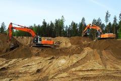 Grävskopa på konstruktionsplats royaltyfria bilder