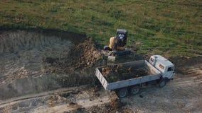 Grävskopaarbete från höjd stock video