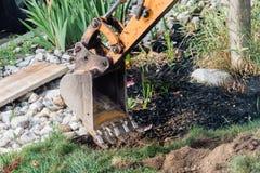 Grävskopahink nära hemmet Arkivfoto
