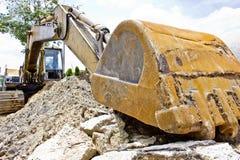 Grävskopaladdaren bearbetar med maskin på konstruktionsplatsen Royaltyfri Fotografi