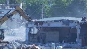 Grävskopan demolerar byggnad lager videofilmer