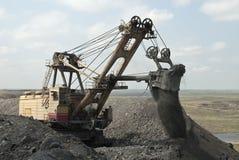 Grävskopan på coalfacen Arkivbild